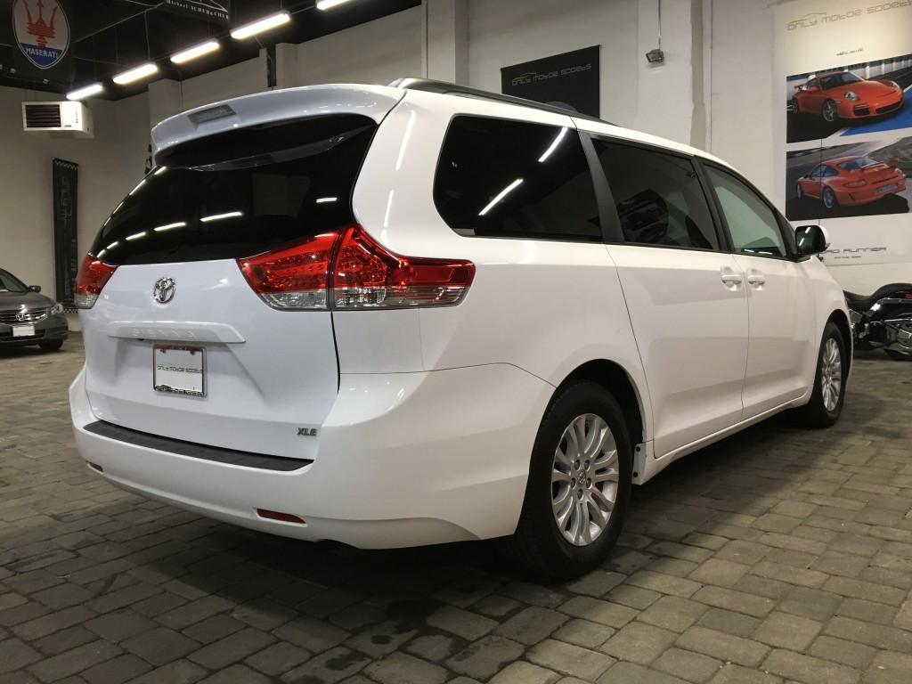 2013 toyota sienna xle for sale in englewood nj 07631. Black Bedroom Furniture Sets. Home Design Ideas